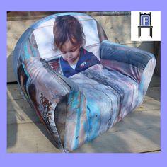 Kinder fauteuiltje met foto's van Enya. Verjaardagscadeau voor haar 2de verjaardag (www.fotovintage.nl).
