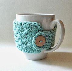 Learn to Crochet - 7 Fun, free crochet patterns for beginners! I like the mug cozy! Crochet Coffee Cozy, Crochet Cozy, Mode Crochet, Crochet Gratis, Crochet Patterns For Beginners, Knitting Patterns, Beginner Crochet Projects, Crochet Ideas, Mug Cozy Pattern
