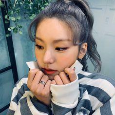 Kpop Girl Groups, Korean Girl Groups, Kpop Girls, Programa Musical, Fandom, New Girl, South Korean Girls, Baby Love, Cool Girl