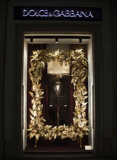 Dolce&Gabbana Christmas 2013 shop windows in Milan - Men Boutique - Velvet Tuxedo