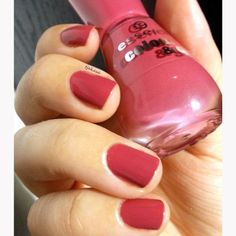 #tjakasasnails #nagellack #rose #rosa #nailpolish #cutenails #manicure #beauty #drogerie #essence #dm #naillacquer