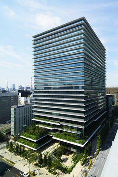 庇と緑を積層させた環境モデルビル 東京スクエアガーデン 日建設計