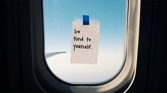 By taping inspirational notes on the inside of airplane windows, flight attendant Taylor Tippett has lifted the spirits of many passengers.