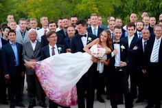 ,baji balázs,szikszai johanna,esküvő,baji balázs barátnője,szikszai johanna vőlegénye,vőlegény,menyasszony,házasság,férjhez ment,herczeg zoltán fotó,daalarna ruha,virágos daalarna ruha,virágos menyasszonyi ruha,