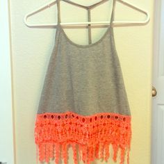 Crop top! Cute crop top, no stains or rips. Excellent condition! Perfect for the warm weather coming up Rue 21 Tops Crop Tops