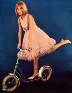 France Gall French Girl Style, French Girls, French Pop, France Gall, Jane Birkin Style, Francoise Hardy, 60 Fashion, Vintage Outfits, Vintage Clothing