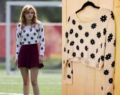 Bella Thorne wears this H&M Divided Daisy Printed White Cropped Sweater in the movie Mostly Ghostly 2.