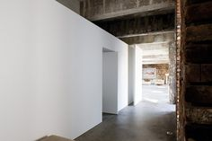 The interior walls are also left completely crude, with new divisions picked out in simple pure white, in a stripped down scheme devoid of frivolous accessories or overpowering accents.