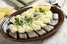 Delikatne śledzie pod pierzynką z majonezu Camembert Cheese, Risotto, Potato Salad, Good Food, Easter, Cooking, Ethnic Recipes, Impreza, Kitchens