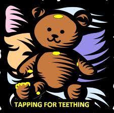 Wenn die Zähnchen kommen, kann auch ein Bär beim Klopfen behilflich sein und für Entspannung sorgen.