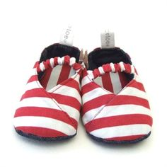 Kimono Reversible Shoes - Red Stripe by Tic Tac Toe on Hello Pretty, at Chapman vol geskenke Tic Tac Toe, Timeless Fashion, Gingham, Baby Shower Gifts, Give It To Me, Baby Shoes, Kimono, Stripes, Red