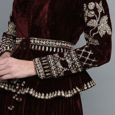 Latest Velvet Suit Designs, Velvet Dress Designs, Hand Embroidery Dress, Embroidery Fashion, Zardosi Embroidery, Indian Bridal Outfits, Indian Dresses, Beautiful Pakistani Dresses, Maroon Skirt