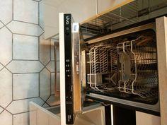 Biete Komplette Küche, die kaum benutzt wurde, mit Cerankochfeld, Herd, Dunstabzugshaube und Kühlgefrierkomination von der Firma VIVA. Die Küche besteht aus mehreren Schränken und einen Apothekenschrank. Bei Interrese bitte une einen anruf unter 01637596235 oder eine e mail. Die Küche steht in Rudow. Herd, French Door Refrigerator, French Doors, Kitchen Appliances, Telephone Call, Exhaust Hood, Built Ins, You're Welcome, Closet