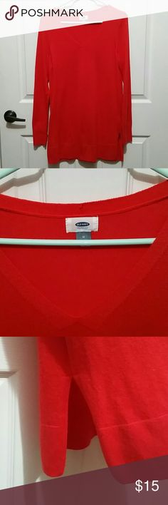 Women's Old Navy lightweight sweater size Medium This is a sweater tunic that has slits on the sides Old Navy Tops Tunics