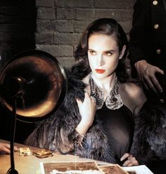 Film Noir Jennifer Connelly photo by Annie Leibovitz,for Vanity Fair March 2007 Connecticut, Joan Armatrading, Annie Leibovitz Photography, Art Photography, Fashion Photography, Retro Makeup, Goblin King, David Downton, Crime Film