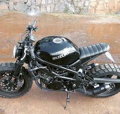 Make the seat level and it could be sweet! Suzuki Cafe Racer, Cafe Racer Motorcycle, Atvs, Custom Bikes, Scrambler, Ducati, Motorbikes, Motorcycles, Biking