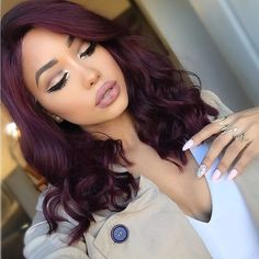 We've collected 47 gorgeous burgundy hair color ideas and styles that would look great with this sexy, rock-star hue. Go a bit outside your comfort zone and make an appointment with your stylist today to rock your new maroon or burgundy hair color! Pelo Color Vino, Pelo Color Borgoña, Natural Hair Styles, Curly Hair Styles, Wig Styles, Shoulder Length Hair, Fall Hair, Wig Hairstyles, Ethnic Hairstyles
