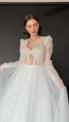 Wedding Dress Bustle, Wedding Dress Cost, Dream Wedding Dresses, Wedding Gowns, Robes Western, Pretty Dresses, Beautiful Dresses, Long Gown Dress, Designer Party Wear Dresses