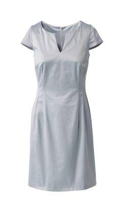Das Business-Kleid nähen wir im klassischen Etui-Schnitt mit kleinem Ausschnitt, kurzen Ärmeln und figurbetonender Nahtführung.
