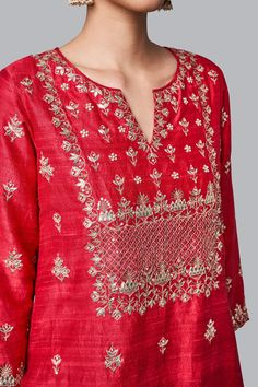 A red silk suit, intricately embroidered with our signature craft Gota Patti along with Pearls, zardosi and sequins. The motifs adorned on the Yutika Suit are inspired by the majestic architecture of Rajasthan's palaces. Embroidery Suits Punjabi, Kurti Embroidery Design, Embroidery Fashion, Embroidery Stitches, Embroidery Patterns, Indian Wedding Outfits, Indian Outfits, Indian Dresses, Pakistani Dresses
