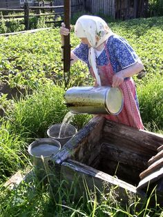 Russian woman fetching water from the well Ukraine, Fiddler On The Roof, Coat Of Many Colors, White Elegance, Russian Architecture, True Homes, Growing Gardens, Soviet Union, Russia