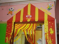 Déco porte cirque Decoration Cirque, Art Du Cirque, Crafty, Activities, Birthday, Big Top, Clowns, Costume, Inspiration