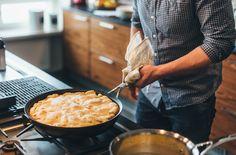 Hans Välimäki ylistää omenapiirakka tarte tatinia. Jopa niin paljon, että nostaa sen yhdeksi maailman parhaimmista jälkiruuista. Tartan, Deserts, Food And Drink, Baking, Ethnic Recipes, Finland, Tarte Tatin, Bakken, Postres