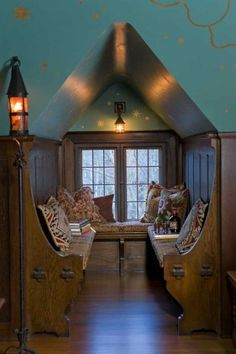 Built into the wainscoting, a U-shaped settle with exposed joinery makes a mini room out of a window dormer in a 1908 Arts & Crafts Tudor. Photo: William Wright