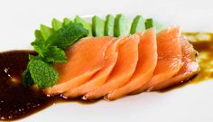 How to make cooked salmon sashimi - Learn how to create stunning sushi dishes with the guidance of self-taught sushi chef, Davy Devaux. Salmon Canapes, Salmon Sashimi, Sous Vide Salmon Recipes, Cooking Salmon, Sushi Recipes, Cooking Recipes, Cooking Videos, Sushi Recipe Video