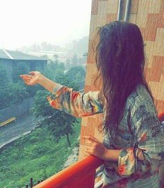 Time Doesnt Change The Person.🔥 Time Revels The Pesrson🎭🎭🎭 . Teenage Girl Photography, Girl Photography Poses, Stylish Girls Photos, Stylish Girl Pic, Cute Girl Face, Cute Girl Photo, Cute Girl Poses, Girl Photo Poses, Cool Girl Pictures