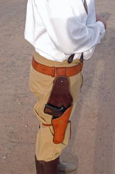 Wild Bunch For Dummies, Chapter 4 1911 Holster, Holsters, Leather Holster, Leather Projects, Leather Working, Weapons, Gadgets, Clothes, Recipes