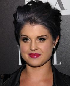 Which Shade of Gray Hair Do You Like Best on Kelly Osbourne? (I've Got 5 Here) gray hair Which Shade of Gray Hair Do You Like Best on Kelly Osbourne? (I've Got 5 Here) gray hair Dark Grey Hair Charcoal, Dark Grey Hair Color, Short Grey Hair, Dark Hair, Short Hair Styles, Hair Colour, Kelly Osbourne, Haircut And Color, Super Hair