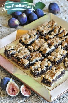 You can make your own Fabulous Fig Bars using pantry ingredients. Try this recipe with other soft fruits such as raisins or dried apricots. Dried Fig Recipes, Fruit Recipes, Cookie Recipes, Dessert Recipes, Recipes With Figs, Simply Recipes, Burger Recipes, Fig Dessert, Dessert Aux Fruits