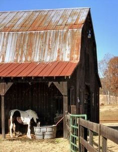 Old Barn that ever farm needs. Lines, angles, wood and metal. Country Barns, Country Life, Country Living, Country Roads, Country Charm, Country Style, Farm Barn, Old Farm, Barns Sheds