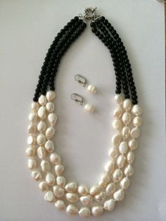 "I love this combo of black and white---I call it ""tuxedo"". Bead Jewellery, Jewelry Making Beads, Stone Jewelry, Pearl Jewelry, Beaded Jewelry, Jewelry Necklaces, Handmade Jewelry, Bracelets, Wooden Jewelry"