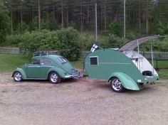 Beetle - 60 with teardrop trailer. I want a teardrop trailer so bad! Auto Volkswagen, Volkswagen Beetle, Vw T1, Car Camper, Camper Caravan, Camper Trailers, Tiny Camper, Tiny Trailers, Teardrop Caravan