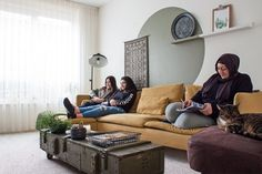 Aysu Sener shares this Dutch home with her daughters Ebru and Ezgi. Aysu learned macrame during one of her longer stays in Turkey as a teenager, and recently picked the art back up a year ago.