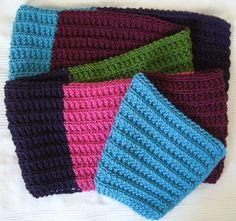 Weicher XXL Schal in 5 kräftigen Farben.    Farben: violett, türkis, beere, grasgrün, pink    Der Schal ist mit einem *tollen Strickmuster* gestric...