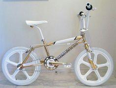 Yes, it's really gold plated Vintage Bmx Bikes, Velo Vintage, Bmx Street, Street Beat, Skyway Bmx, Golden Bike, Bike Freestyle, Gt Bmx, Bmx Cruiser