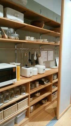Kitchen Inspirations, Simple Kitchen Design, Simple Kitchen, Diy Kitchen Cabinets, Kitchen Room, Open Kitchen Shelves, Kitchen Dining Room, Kitchen Storage, Muji Home