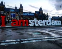It is possible to take a picture in the I amsterdam sign without people around!