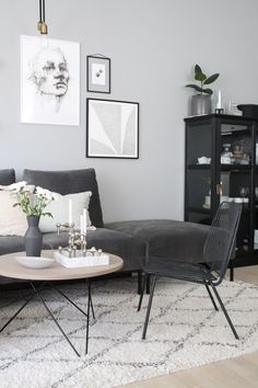 Here are some doable living room decor and interior design tips that will make your home cozy and comfortable for family and friends. Scandi Living Room, Living Room Interior, Home And Living, Living Room Decor, Monochrome Interior, Gray Interior, Shop Interior Design, Danish Interior, Interior Stylist