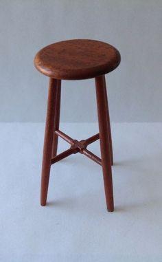 Don Cnossen - stool