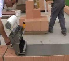Aplicador de argamassa em bloco com malha de reforço