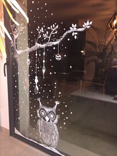 Christmas window designs - window painting - painting - Fashion an - Weihnachten Christmas Window Decorations, Christmas Window Display, Holiday Decor, Christmas Window Paint, Christmas Windows, Chalk Art Christmas, Christmas Time, Christmas Ideas, Xmas