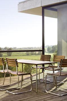 Zeit rauszugehen: Mit der Thonet All Season Kollektion wandern die beliebten Stahlrohrmöbel auch nach draußen auf Terrasse, Balkon oder in den Garten.