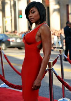 Lady in Red - Taraji P. Beautiful Black Women, Beautiful People, Cooler Stil, Look Body, Black Actresses, Female Actresses, Femmes Les Plus Sexy, Lace Dress Black, Dress Lace