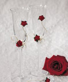 Wedding Toasting Glasses - Wedding Toasting Flutes - Flower of Love In Romantic Red Toasting Flute Set Wedding Toasting Glasses, Toasting Flutes, Champagne Glasses, Red Rose Wedding, Wedding Champagne, Rose Champagne, Wedding Black, Wine Glass Crafts, Wedding Toasts
