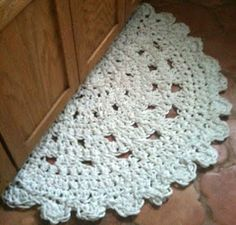 "Free crochet pattern The finished size is, ft x ft. ""S"" size hook 700 meters of clothesline Doily Rug Pattern Crochet Doily Rug, Crochet Rug Patterns, Free Crochet, Knit Crochet, Ravelry Crochet, Crochet Home Decor, Crochet Crafts, Crochet Projects, Circle Rug"
