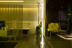 Gray décor, with a surprising yellow lighting. #CasaCor #decor #interior #design #led #modern #casadevalentina